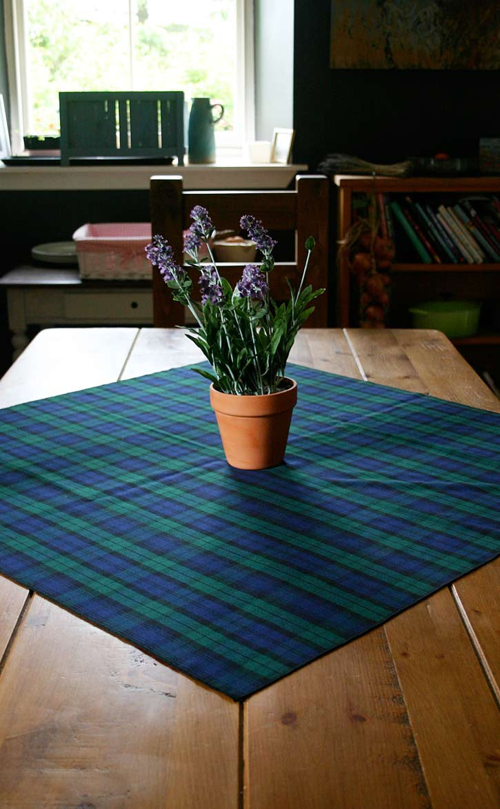 pmgev-sr_pmgev_square_tablecloth_hem_1