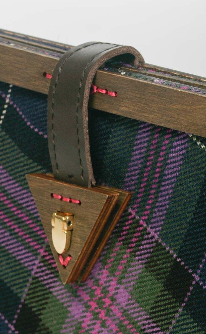 scotweb-clutch-handbag-scotland_the_brave_modern-detail