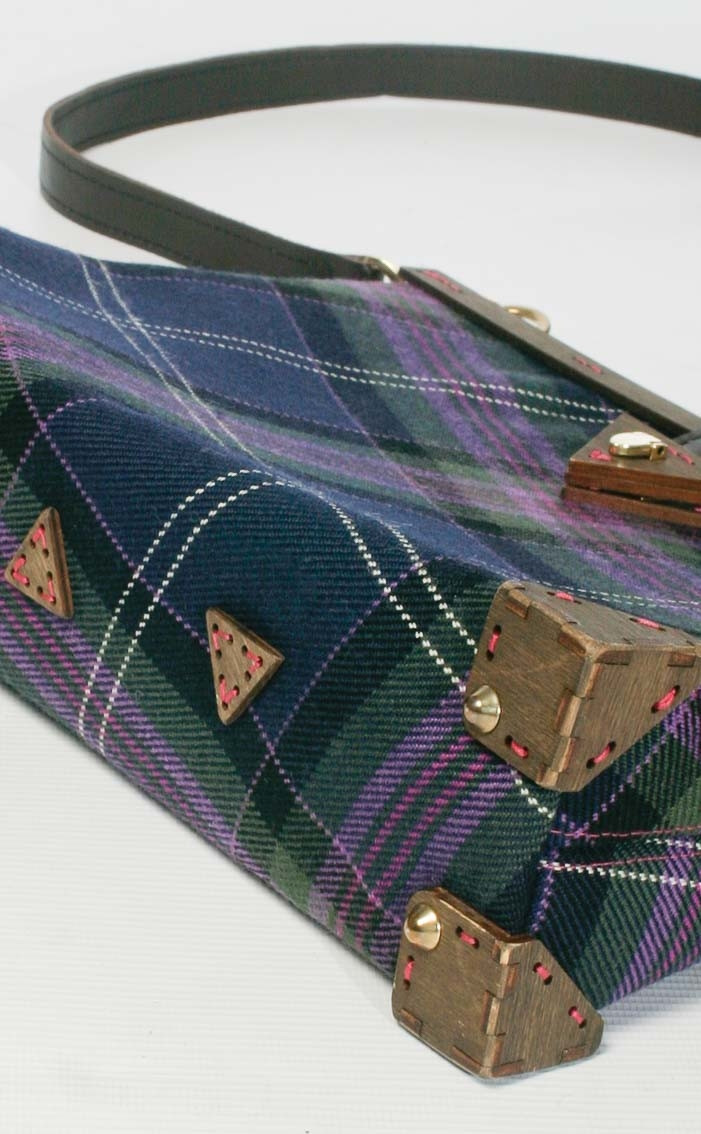 scotweb-clutch-handbag-scotland_the_brave_modern-rear