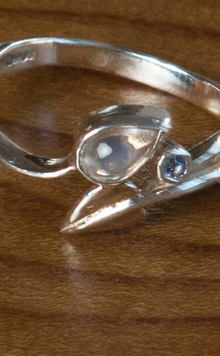 scotweb-fr142-silver-moonstone-sapphire-detail