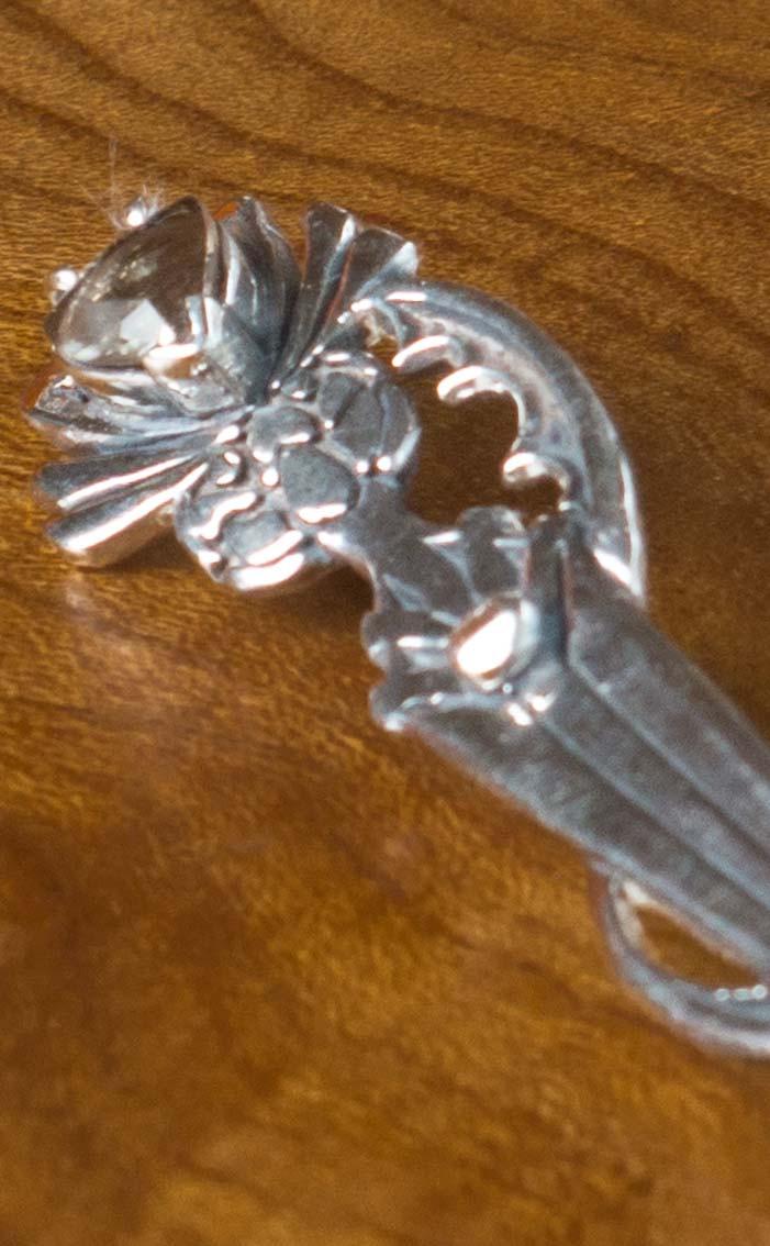 scotweb-sq33-silver-scottish-smokey-quartz-detail