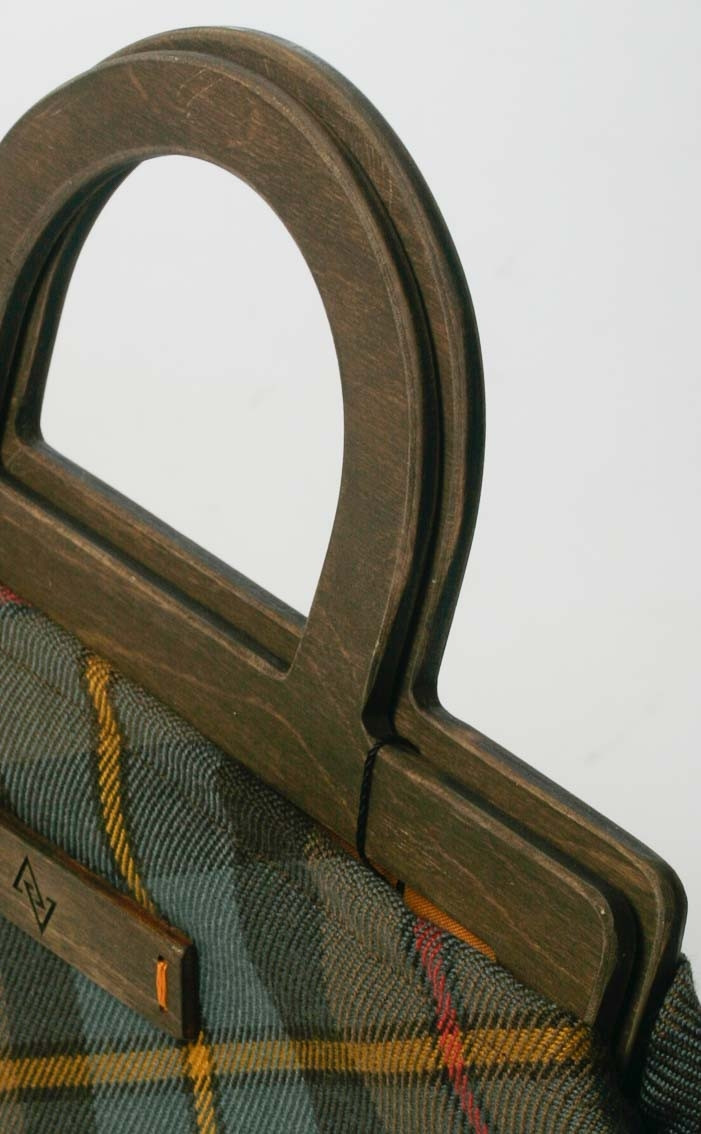 scotweb-wood-framed-handbag-macleod-of-harris-reproduction-detail