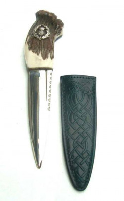 Stag Antler Sgian Dubh, pewter thistle emblem