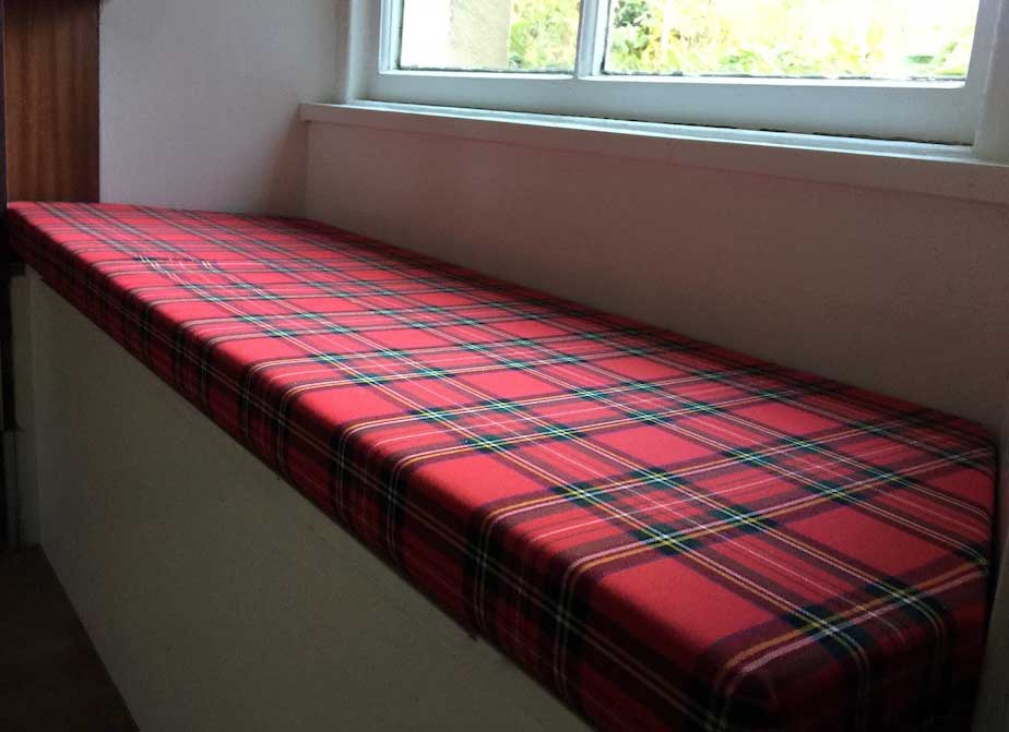Upholstered bench in Royal Stewart tartan